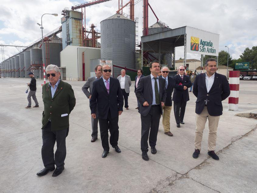 El consejero de Agricultura aplaude la apuesta de la Cooperativa Agraria San Antón por la semilla certificada y por los frutos de cáscara